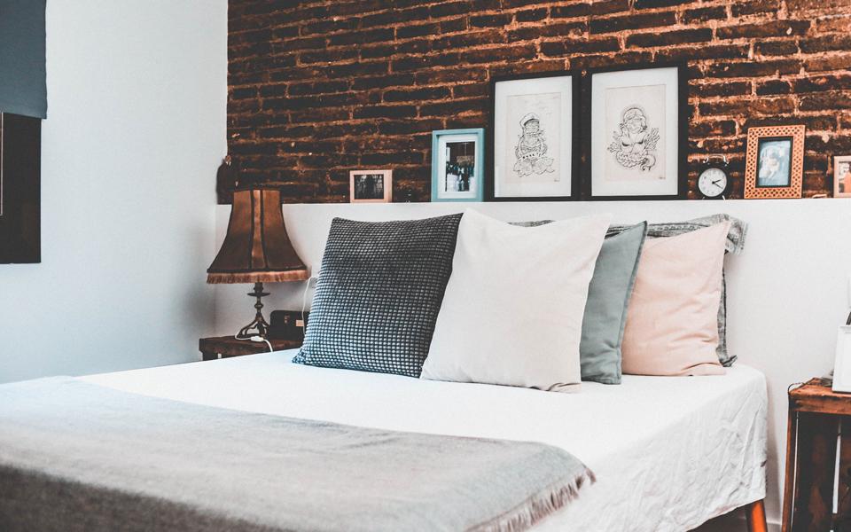 decora-cojines-dormitorio